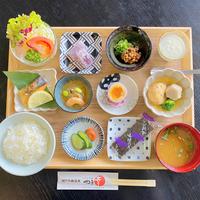 贅沢に1泊2食付き「活あわび踊り焼き」と「瀬戸内のネタで握る寿司」を楽しむ鯛の姿造り舟盛り会席プラン