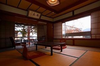 和室【6−10畳】少し古いお部屋のためリーズナブル!