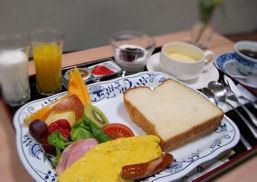 【朝食付】 地元食材を使った和定食☆フルーツたっぷりの洋定食から選べます♪【あきた白神】