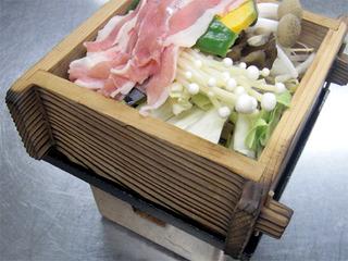 【神石高原ポークを当館で★】とことん価格を追求!!豚ロースと温野菜の蒸鍋など全8品の会席料理★