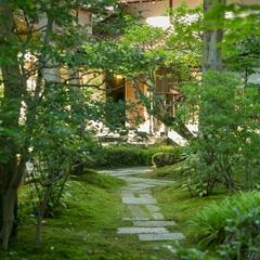 【大人のひとり旅】北陸最古の宿で自分だけの時間を満喫/加賀会席・夕朝食《お部屋食・個室》