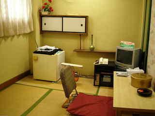 和室3畳バストイレ共用