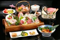 【伊豆箱根旅】海を見下ろす宿でペットと部屋食!地魚盛り合せと蟹、金目、鮑等の蒸し鍋付き和会席プラン