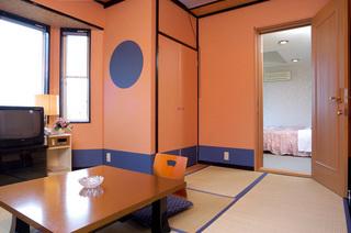 海の見えるテラス付洋室とモダン和室の15畳の特別和洋室