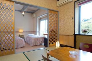 ロフトとバルコニー付きでワンコが駆け回れる広い15畳の和洋室