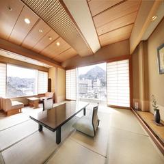 【高層階角部屋12畳】谷川岳と利根川の開放的な眺望■7〜9階