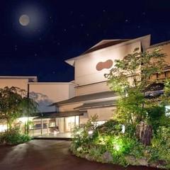 月見台(テラス)から季節の山々と月を愛でる広めのお部屋を堪能