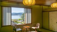 庭園越しに湖を眺める 【 宍道湖向き客室8畳 】