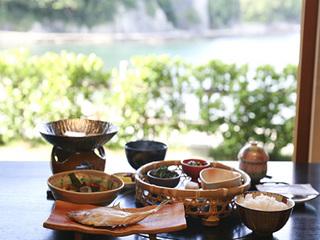 【ビジネス&プライベートで】癒し宿で自然を満喫☆2名様〜◆素泊まり朝食付きプラン(夕食なし)