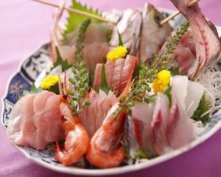 【当館人気】海鮮鍋と定置網朝獲り地魚活造りプラン