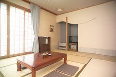 和室10畳(32平方メートル.禁煙)