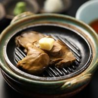 【人気!特別料理特典】季節のご夕食懐石をプチ贅沢に!<活あわびステーキ付き>