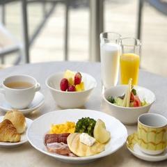 イン ルーム ダイニングまたはパティオから選べる朝食付きステイプラン<12時チェックアウト>