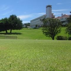 天然芝のテニスコート で爽快なプレー(朝食付き)