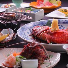 海一望無料の貸切露天風呂と、伊勢海老、アワビ、金目鯛姿煮、牛肉のステーキ付で満足プラン