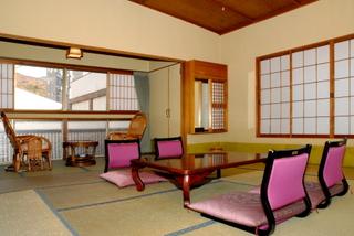 禁煙広めな和室12.5畳(約24平米)喫煙所あり