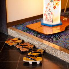 【ポイント10倍】源泉かけ流し「お椀の湯」でツルツル美肌◆加賀の美しい会席を味わう
