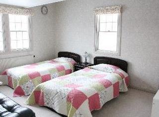 ツインベッドとロフト(お布団)  洋室のお部屋