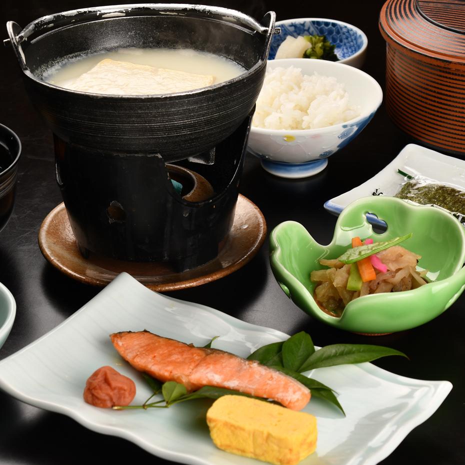 【一泊朝食付】★トロトロ美肌の湯★とろとろ温泉湯豆腐付き朝ごはん満喫★