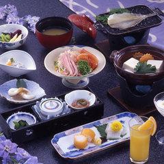【ポイント2倍・当日18時迄OK】【1泊朝食のおもてなし!】朝食はもちろんお部屋食♪伊豆海水浴夏休み