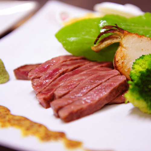 お肉料理を和牛サーロイン250gシェアに差し替えて♪【当館人気】