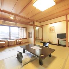 【楽水館】リーズナブルな日本客室 寛げる和室10畳〜
