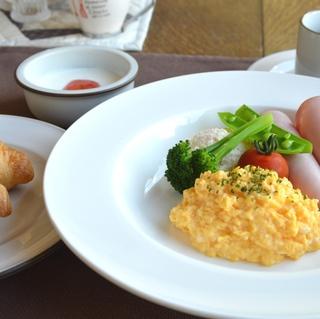 【道産食材】☆ふっくら焼きたてパンに手作りヨーグルト♪☆朝食付プラン♪【美味旬旅】