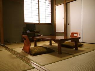 当ホテル1階お寿司屋さんドリンク半額クーポン券付【和室6畳】