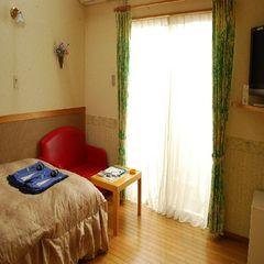 別館8畳洋室★天井天窓付のダブルベッド【禁煙】