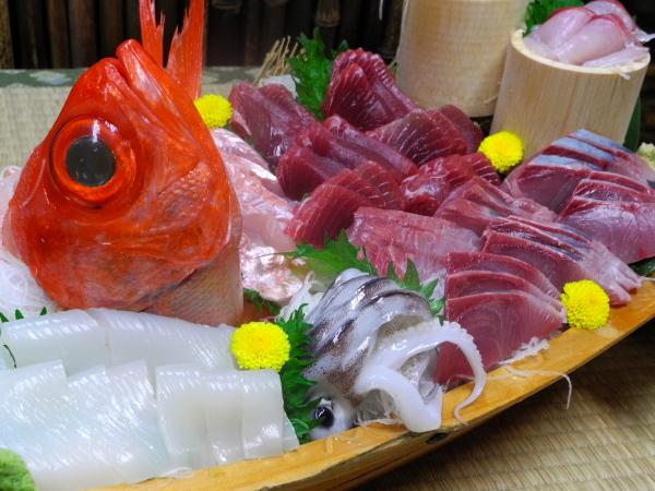 【部屋食】国登録有形文化財のお部屋指定:『地魚の刺身舟盛り』付き1泊2食プラン