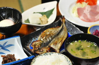 特定日限定『金目鯛姿煮』または『アワビ』または『伊勢海老』の中から1つ付く1泊2食プラン【現金特価】