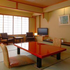 【清流亭】和室12.5畳。親湯一番人気のお部屋は純和風の空間