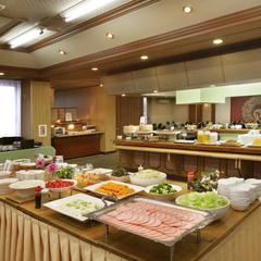 気軽に≪半露天・露天風呂付き客室≫を体験!1泊朝食で自由な旅プラン♪約40種類の朝食バイキング!