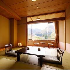 旧館【禁煙】1000坪の庭園を望む客室(和室10畳+広縁)