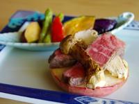 【松茸土瓶蒸し・國富の味『きのこ鍋』とフカヒレ・国産牛フィレ肉と松茸焼き】秋味堪能「彩り秋」プラン