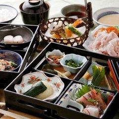 【女性やシニアのお客様に◎】少量ずつ多彩な味を召し上がれ♪旬の味覚を盛り込んだ松花堂会席