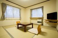 和室8畳(バス・トイレ付き)