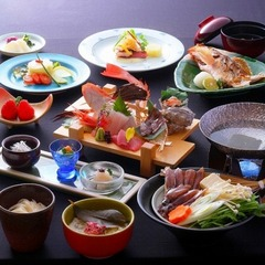 【春到来!富山だけの味】富山名物ホタルイカのしゃぶしゃぶ鍋。とろける白海老を満喫する春得プラン