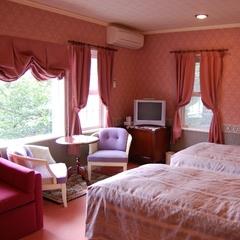 洋室14畳・大きな窓から海・大島を望む◆ツインルーム◆