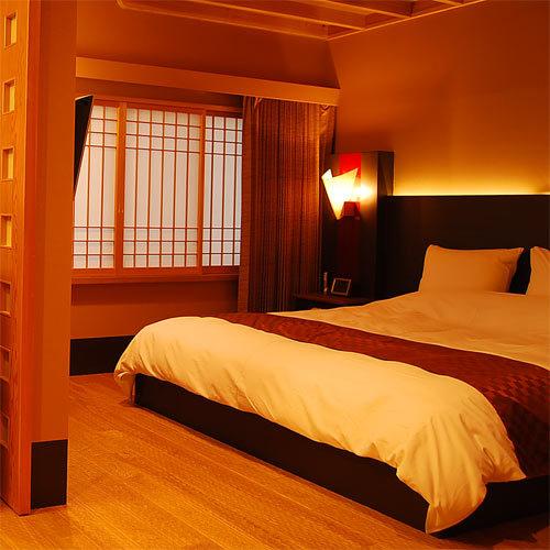 『貴賓室』〜いわと〜<総檜風呂付和洋室>ハリウッドダブルルームと落ち着きのある和室