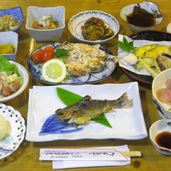 【2食付】美肌の湯で寛いだ後は、新鮮川魚&野菜に舌鼓<現金特価>