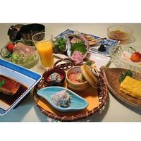 【選べるメイン料理◆1品選択】<鮑/牛ステーキ/伊勢海老/刺盛増量>から1品選択≪ランクUP朝食≫