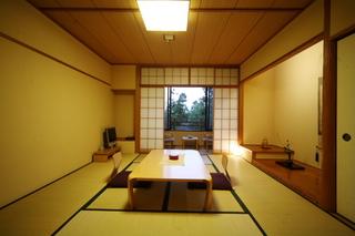 和室(禁煙ルーム、1〜2階・10畳)