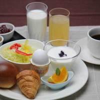 【お部屋食】 ご夕食は「和食膳」、ご朝食は「洋朝食」をお部屋にお届けする1泊2食