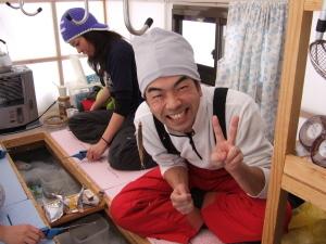 冬のレジャーは、【氷上ワカサギ釣り】が最高!!暖か小屋にて大漁大漁