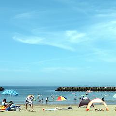 ■夏休み・海辺の宿にGO■<幼児2名まで無料>◆目の前はビーチ◆鮑酒蒸し&金目鯛【潮騒会席膳プラン】