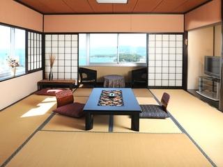 白い砂浜と熊野の山々が一望★8畳・6畳の2間続き 縁付