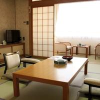 和洋室(禁煙・和室8畳+ツインベッドルーム10畳・2名利用)