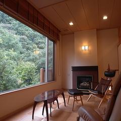 女性に一番人気のお部屋!ガラスの洗面台やおしゃれなリビング 「マッサージチェア・暖炉付き客室プラン」