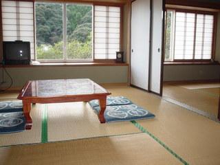 ●和室20畳:和室専用バス・トイレ付。食事部屋出し(禁煙)